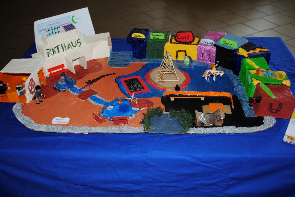 Der Rathausplatz aus Kindersichtkomp.1.Preis